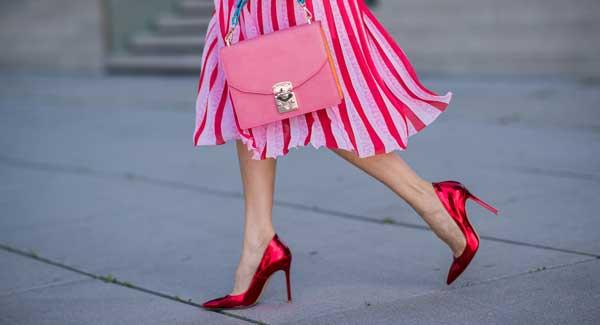 Rote Pumps kombinieren – so tragen Sie die roten Schuhe im